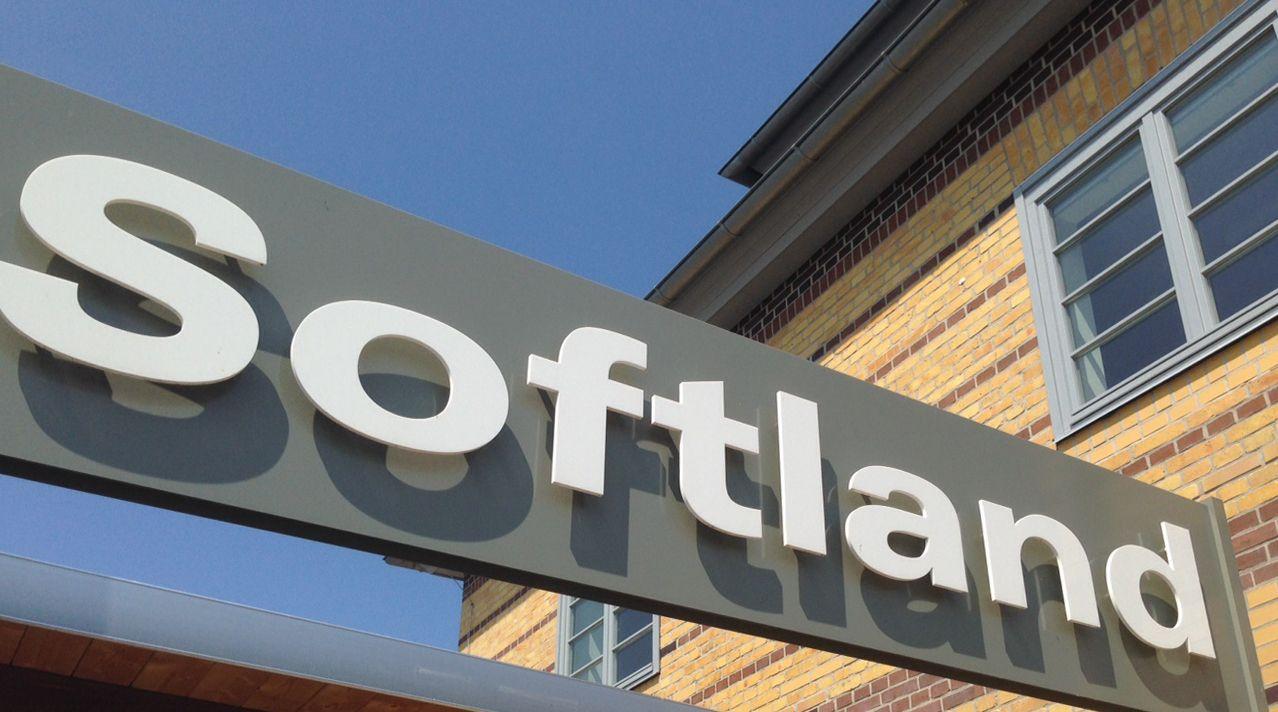 Softland Firmenschild |  Praxissoftware